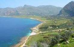 Il trekking perfetto per l'estate si fa seguendo i sentieri che profumano di mare